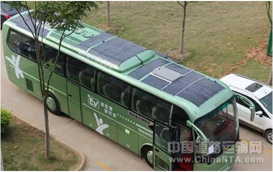 南京金龙太阳能电动大巴亮相2015北京道路运输车辆展