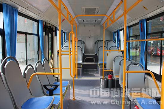 合理的车身设计有效增加了内部空间-中通8米混动客车成新能源城乡公高清图片